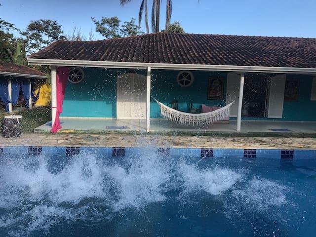 Casa com piscina e churrasqueira no centro SFX
