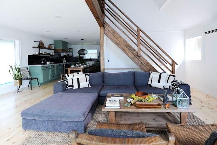 Open space, livingroom with kitchen and dining area.