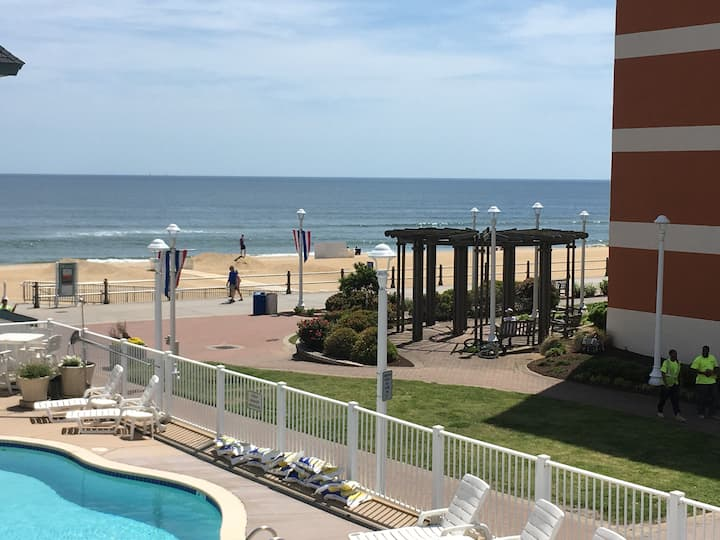 VB Oceanfront Studio Balcony,Beach,Boardwalk, Pool