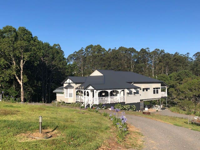 Maleny Queenslander Country House on Acreage