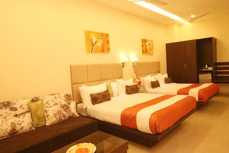 Suite 2 with an attached balcony - Silvassa - Hotel butique