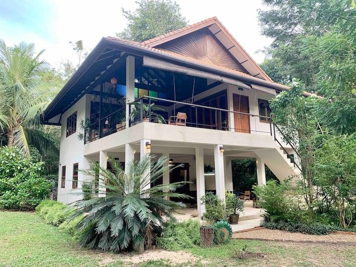 VillaVarin Ko Jum - Nature, Space & Luxury