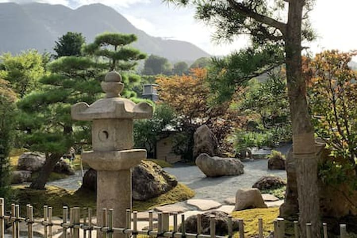 和風庭園旅館です。男性ドミトリー部屋(D1-4)のガーデンビューです。