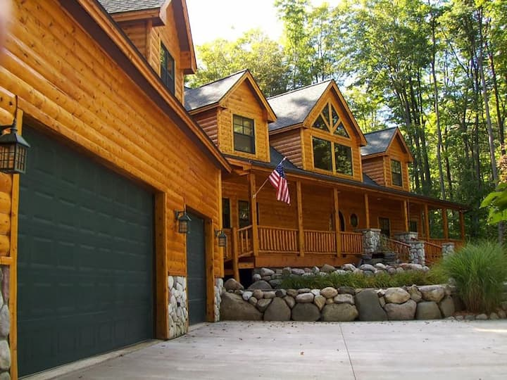 Luxury Log Home - Harbor Springs
