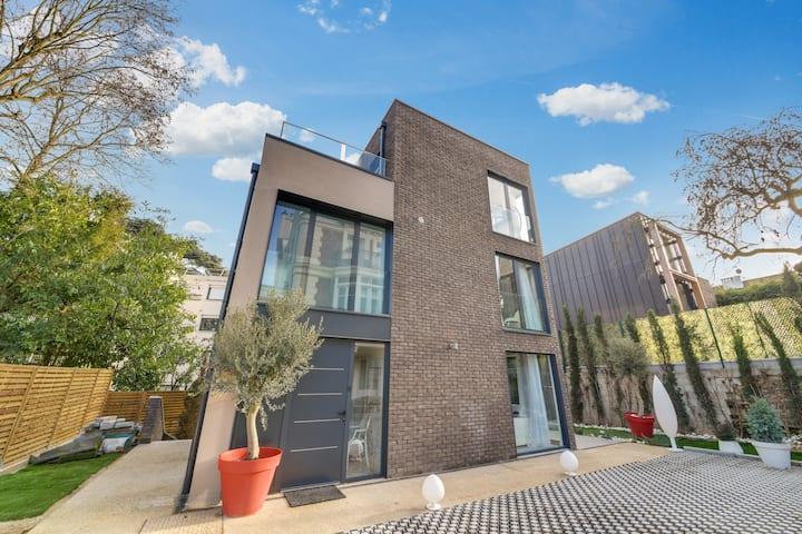 Luxury Villa! AC, Rooftop & Terrace close to Paris