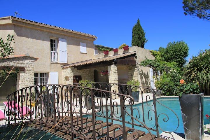 Appartement / villa avec piscine. 3***