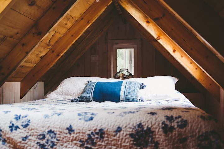 Large loft with queen size bed