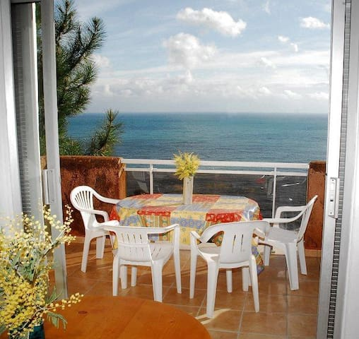 Beautiful holiday apartment with pool, nestled on a wooded hillside overlooking the ocean, less than 100 yards from creeks and 300 yards from the beach