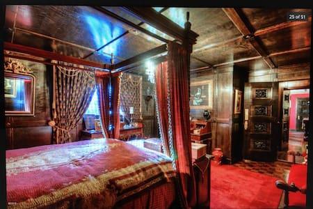 Castle of Lady Shannon Bed & Breakfast (2) - Newport