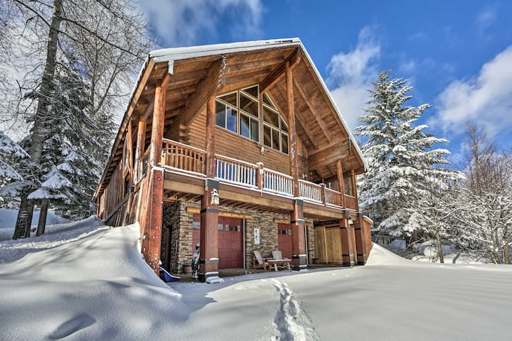 NEW! Deluxe Mtn Gem w/ View: Ski, Hike & Explore!