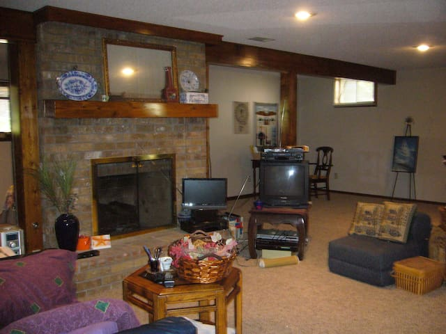 CHARMING ONE BEDROOM PRIVATE LOWER LEVEL APARTMENT