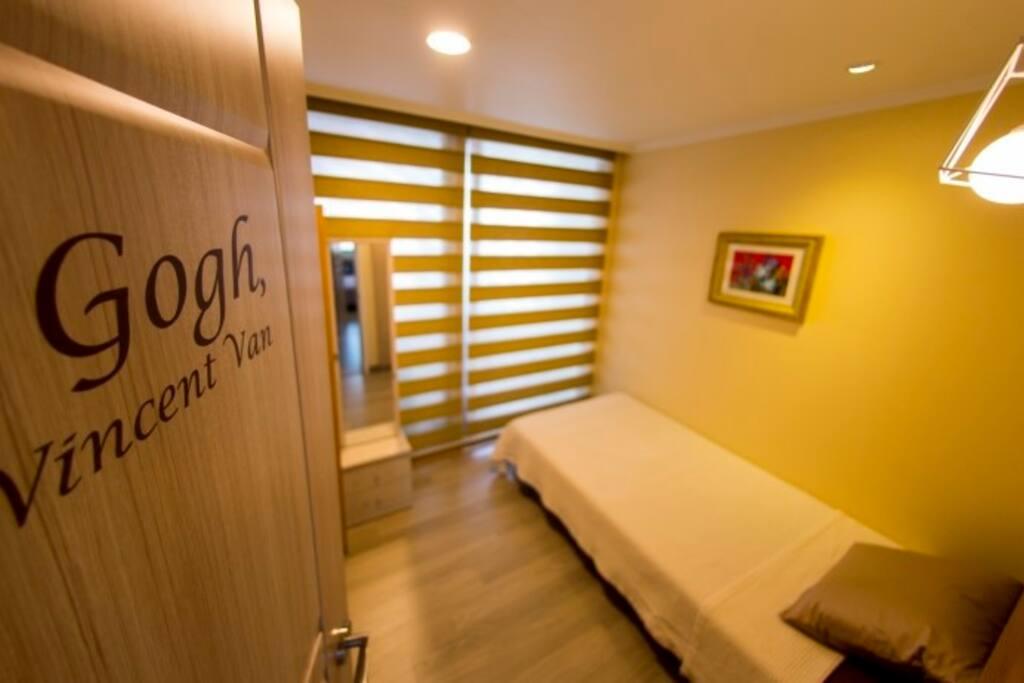 Gogh Room /