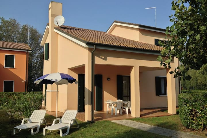 Well-kept villa with garden on Isola di Albarella
