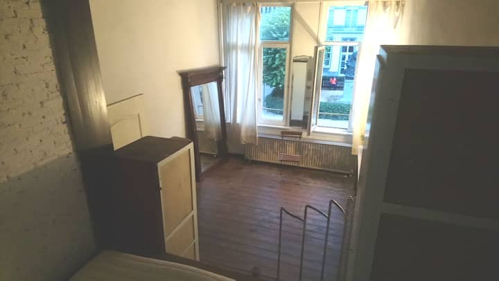 ,.. Bright room in historic house (city_ centre)