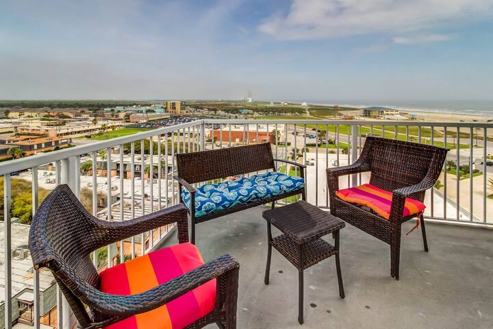 Enchanting ocean & city view condo w/shared pool, sauna, hot tub and more!