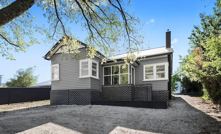 Creswick - Renovated home in the heart of town
