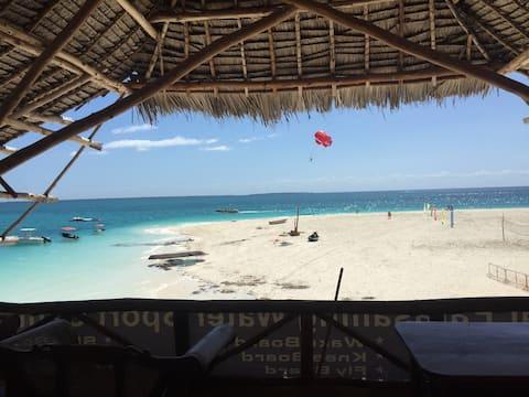 Techo Makuti en la playa
