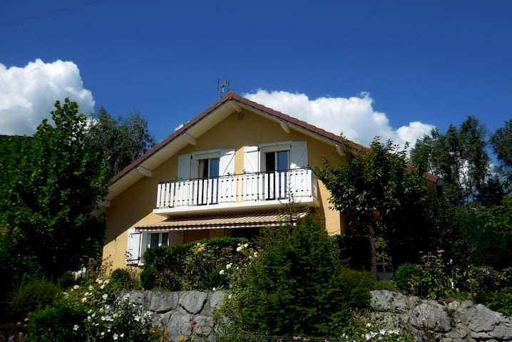 Large house with beautiful terrace close to lake