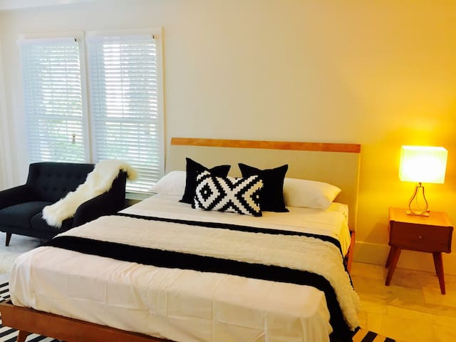 HUGE MASTER SUITE in Fully-Furnished House A6D!