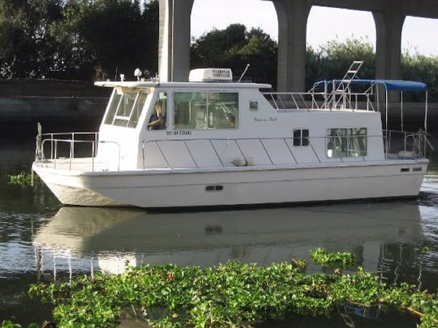 The Houseboat: 2 bed, 1 bath, A/C & Sleeps up to 8 - Seville - Dům