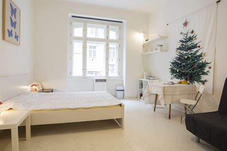 Small one-room flat near the center - Prague - Apartment