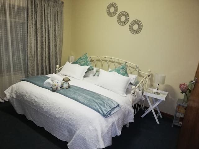 Peaceful @ City 1 Bed Room Central Located  2