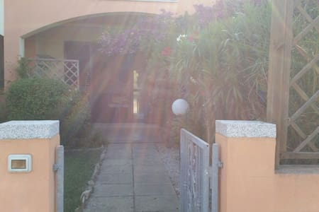 Villina a schiera con giardino - Viddalba - Byhus