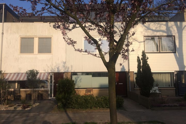 Family home in village 13 min to center Amsterdam - Landsmeer - Casa