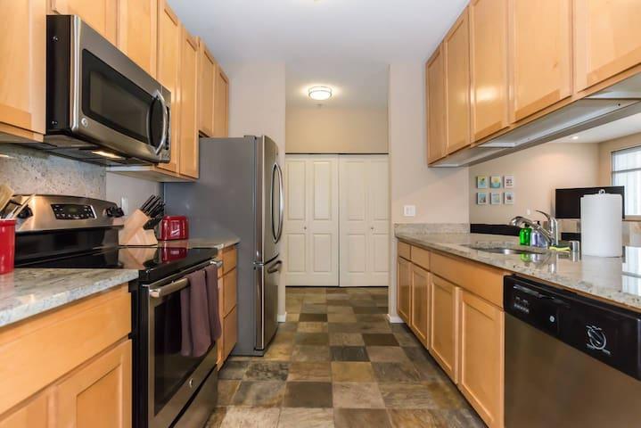 Kasa | Bellevue | Luxurious 2BD/2BA Apartment