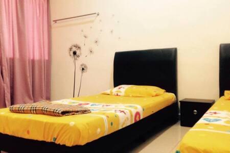 CROCUS HOMESTAY IPOH (ROOM 3) - Perak - ทาวน์เฮาส์