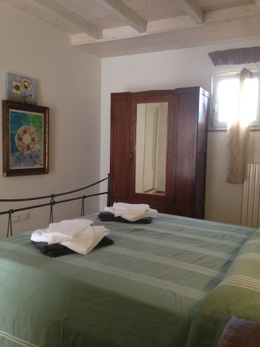 Double bedroom; towels included. Camera.matrimoniale; asciugamani inclusi.