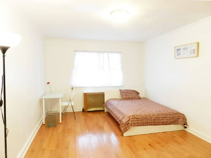 Spacious Couple RM near Queens Center Mall & NYPD