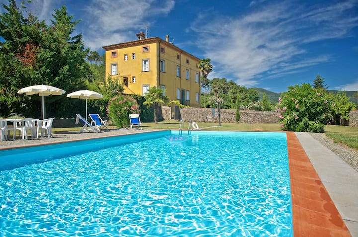 Sara, apartment with big private pool, WiFi. Lucca