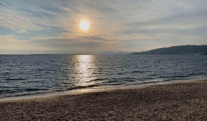 Joli studio  à Juan les pins à 2 min de la plage