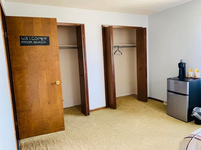 Master Bedrm w/ WiFi,close2 downtown Cle & airport