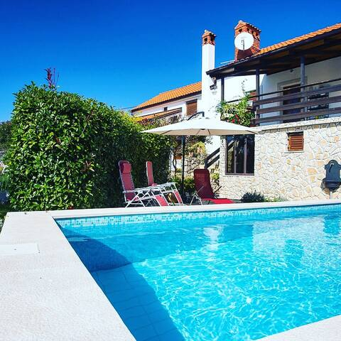 Beautiful quiet location with pool! - Vrbnik - Maison