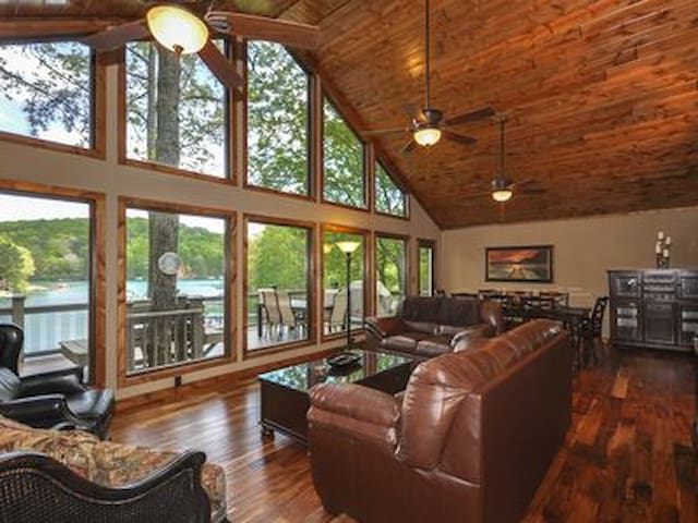 Lakefront, theater room, Swim, fish, boat rental