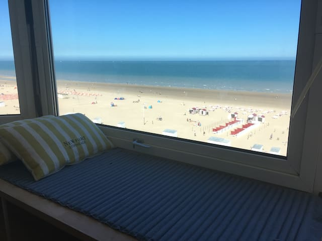 Splendid renovated see-view appartement, De Panne