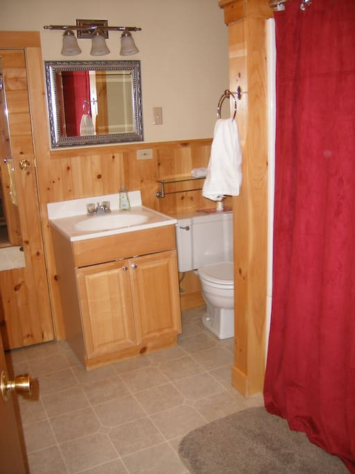 Spacious full bathroom with hair drier and an extra heater for cozy showers