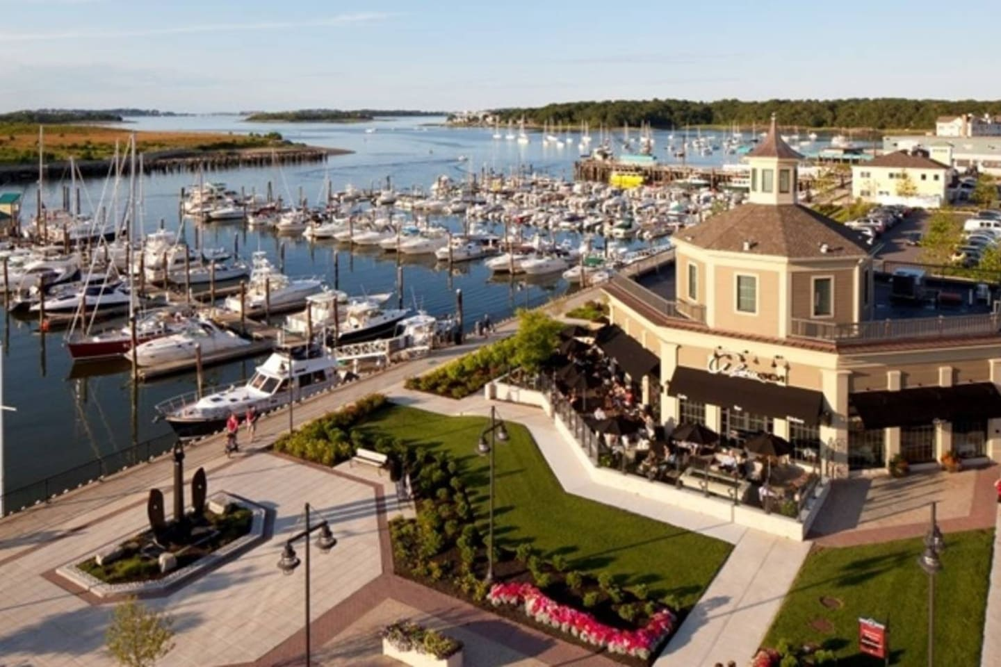 Hingham Shipyard is a 5 minute drive - shops, restaurants, movies, ferry to Boston!