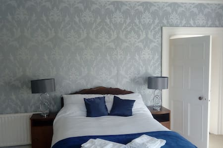 Gurteen House-10 mins  from Birr - 1st Double Room