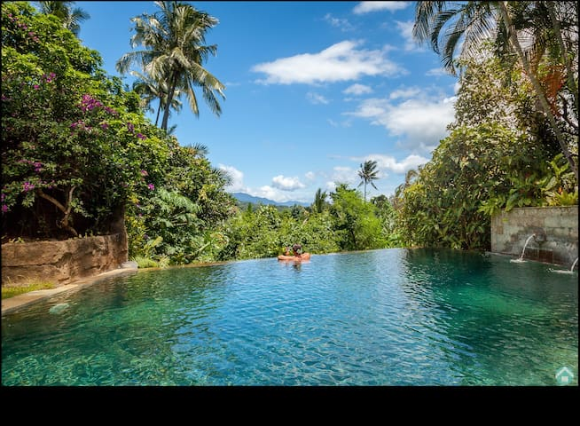 Treasure of Bali, 3BR villa, infinity pool, staff