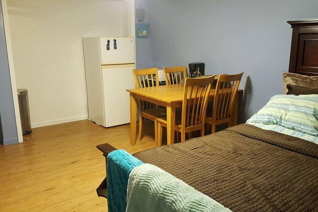 1 Bedroom w/queen bed, medium to soft mattress.