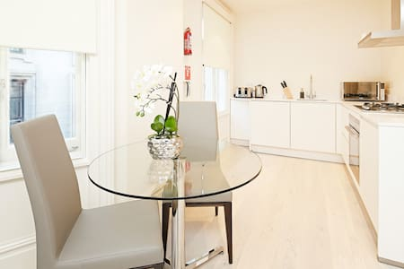 Deluxe One Bedroom Apartment in Covent Garden - London - Apartment