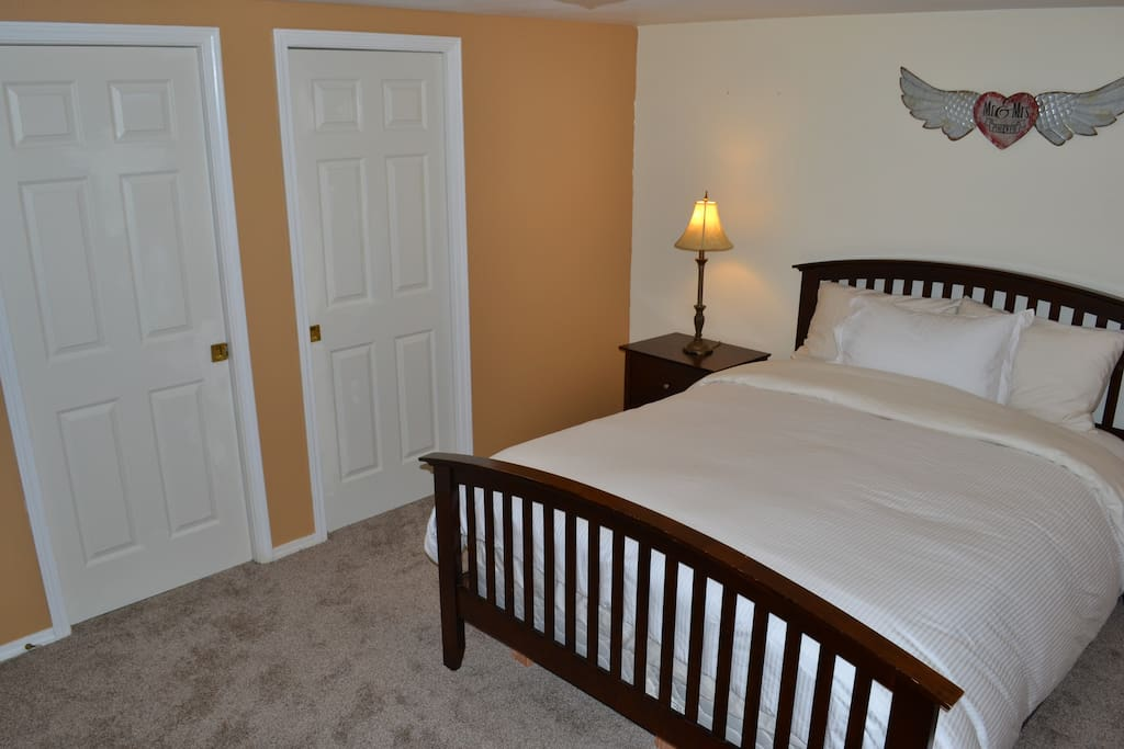 2 master queen bedroom with own full bathroom with walk-in closet.