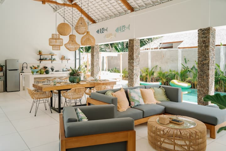 Villa Madita-2br w/bathtub, big pool & garden.