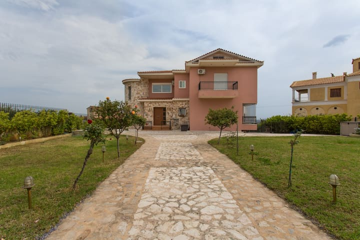 House with an amazing view - Neos Voutzas - Villa