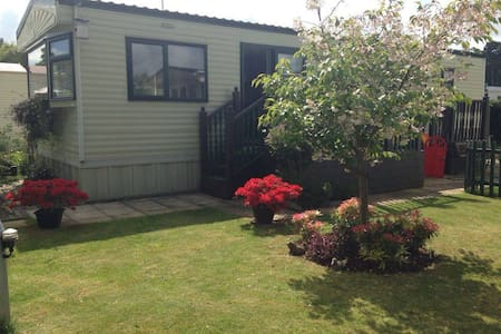 6 bth Static Caravan  Overstone Lakes Holiday Park - Northamptonshire
