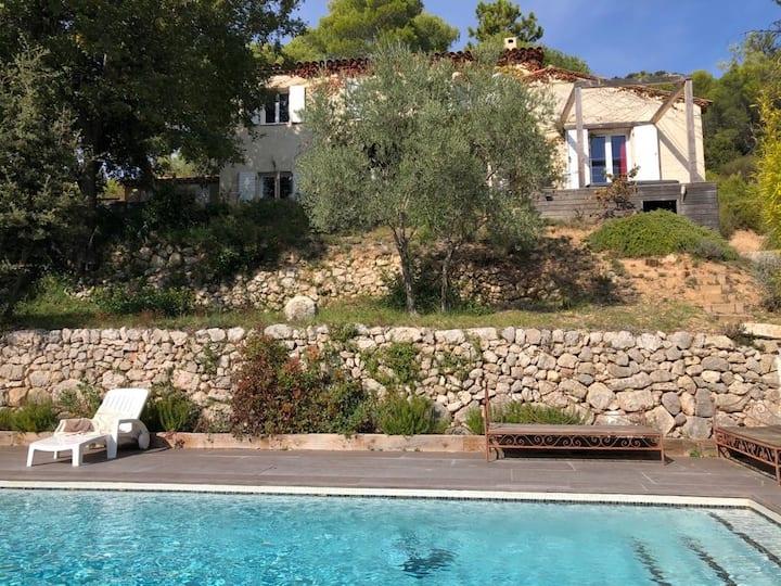 Belle villa avec piscine jacuzzi et brasero
