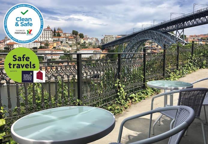 Superb balcony over Porto & river
